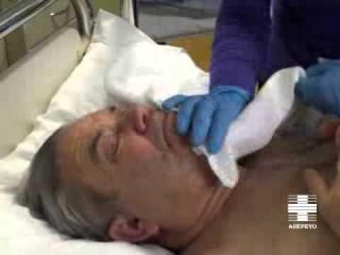 Vídeo cuidador. Higiene paciente inmovilizado: Cara