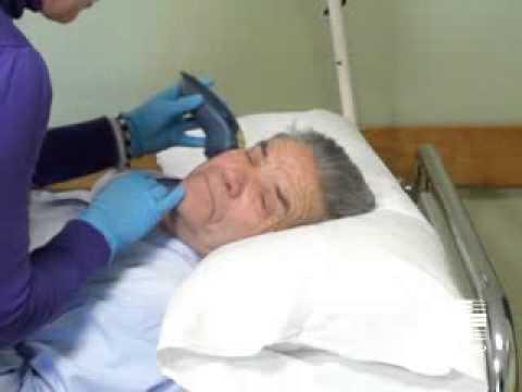 Vídeo cuidador. Higiene paciente inmovilizado: Afeitado
