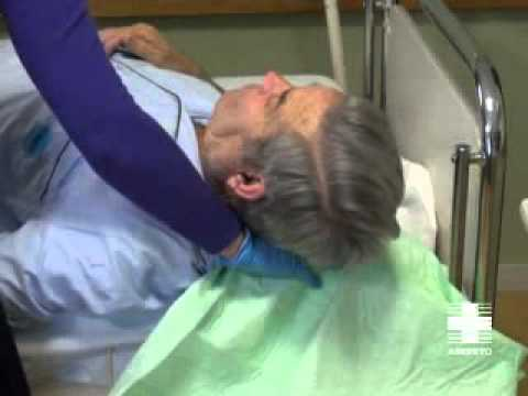 Vídeo cuidador. Higiene paciente inmovilizado: Cabeza